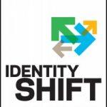 Cambio de Identidad es un libro que explora cómo la tecnología y nuestra identidad personal se difuminan en el mundo conectado actual