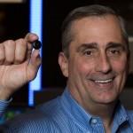 """Oakley e Intel estructuran """"colaboración estratégica"""" para tecnología deportiva 3D y HP."""