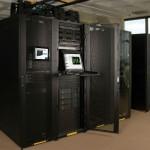 Controle múltiples servidores y otros dispositivos desde una consola KVM de Tripp Lite